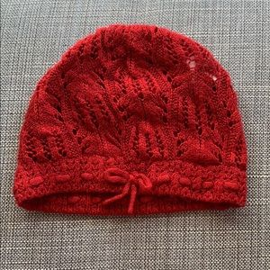 Red crochet hat with small bow from H&M